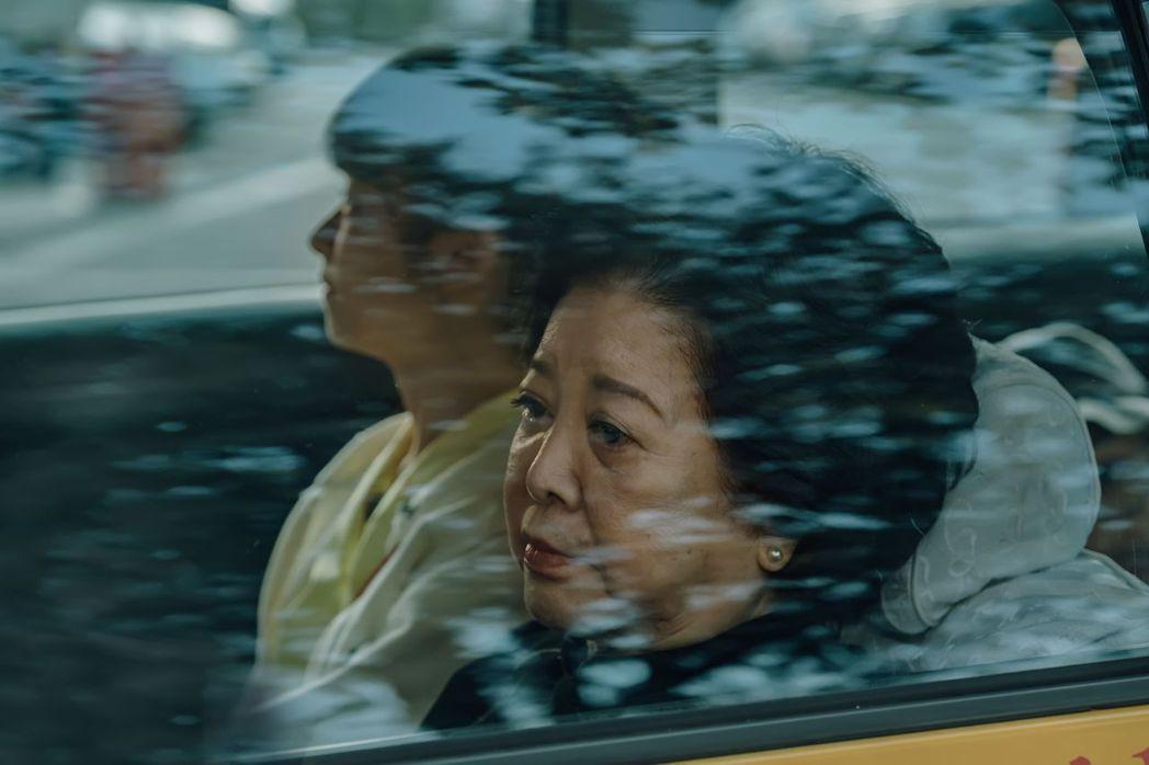 陳淑芳在「孤味」同名主題曲。圖/威視提供