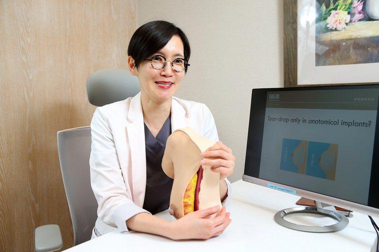 整形外科專科醫師蕭奕君,為大家破解隆乳5大迷思。記者余承翰/攝影