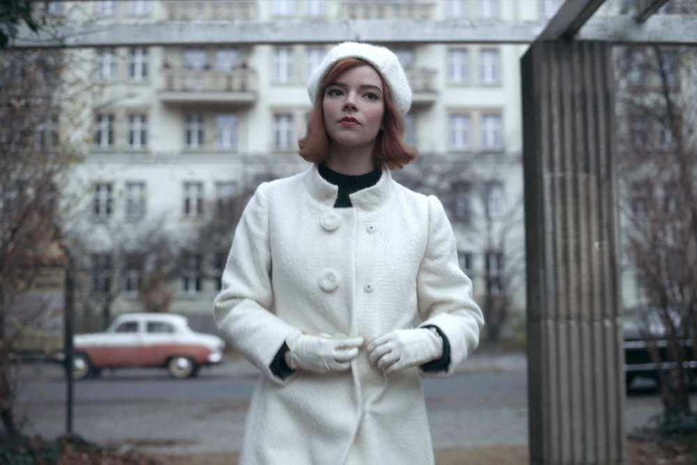 貝絲贏得世界冠軍後所穿的全白服裝暗喻棋盤上獲勝的白皇后。 圖/Netflix