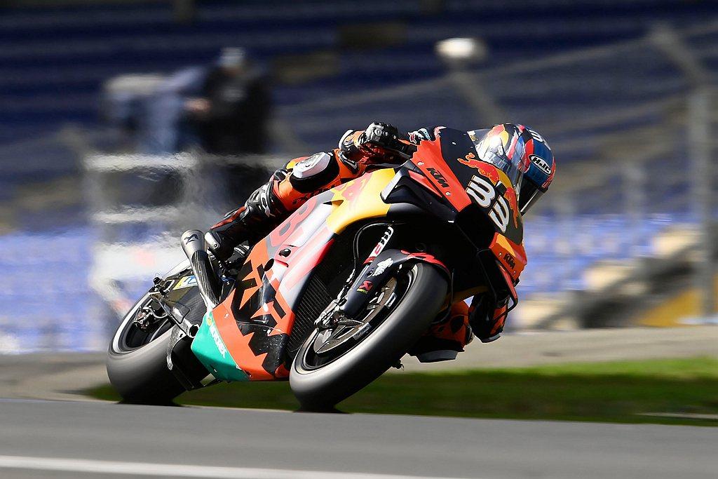 身為MotoGP南非籍菜鳥車手,卻在新秀賽季為自己贏得首冠佳績,並為KTM廠隊奪...