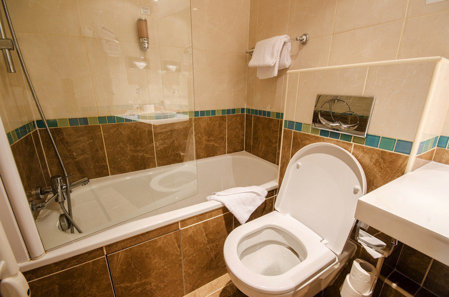 在沒有對外窗的情況下,如何讓浴室也能保持乾爽舒適。 圖/ingimage