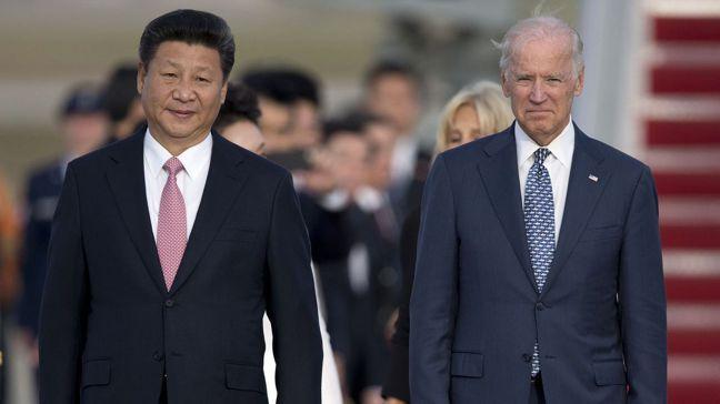 拜登(圖右)當選美國總統後,美中關係恐已難回當年關係。圖/美聯社