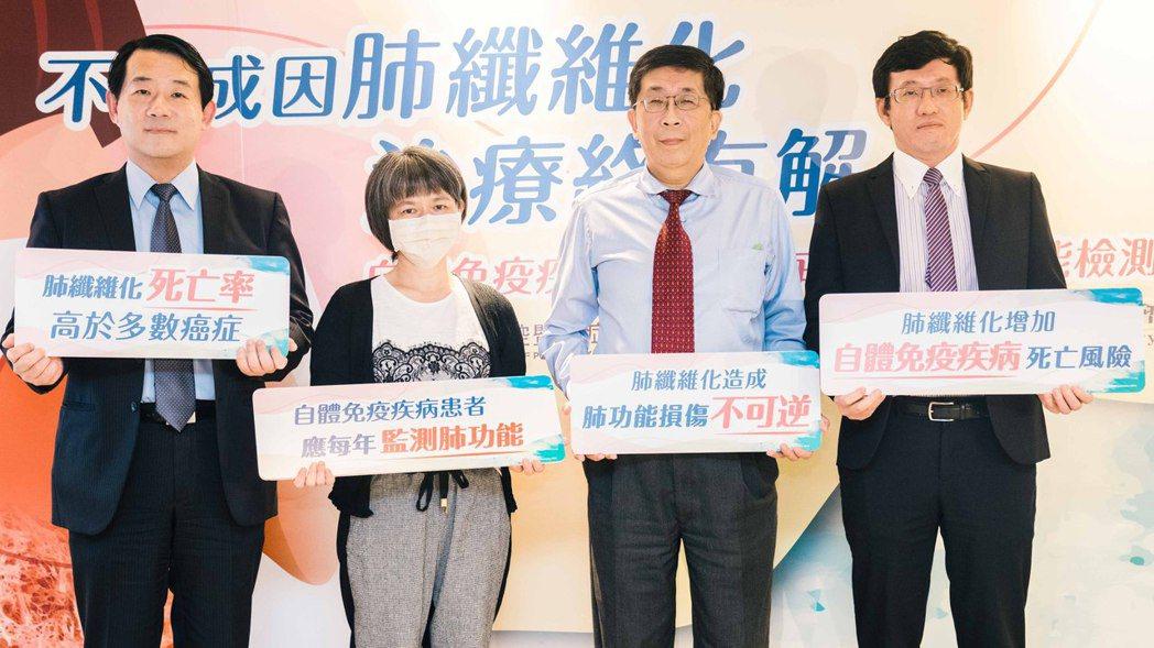 (左起)亞東紀念醫院胸腔內科主任鄭世隆教授、皮肌炎患者黃小姐、北榮過敏免疫風濕科...