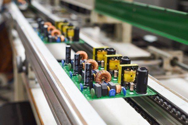 圖2 : 瑕疵檢測是製造業者維持產品品質的重要環節。(source:saferfq.com)