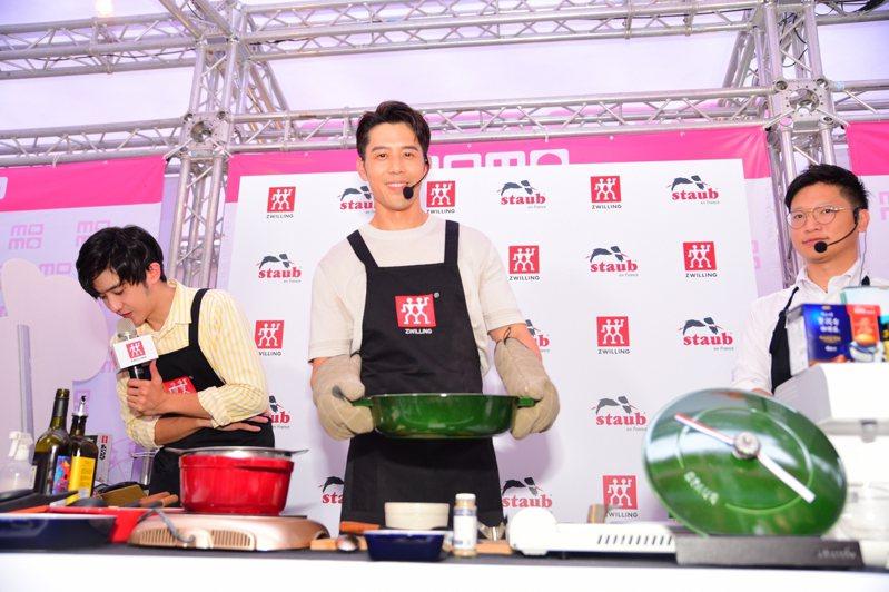 德國雙人邀請了胡宇威擔任雙11活動嘉賓,大秀廚藝。圖/德國雙人提供
