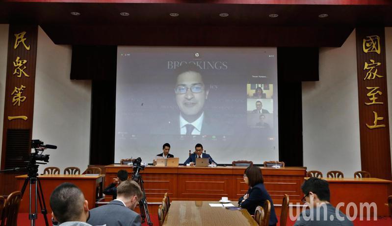 立委與美國智庫上午在立法院連線舉行「Brookings-Swarthmore 美國大選後印太情勢下的台灣戰略」研討會。記者鄭超文/攝影