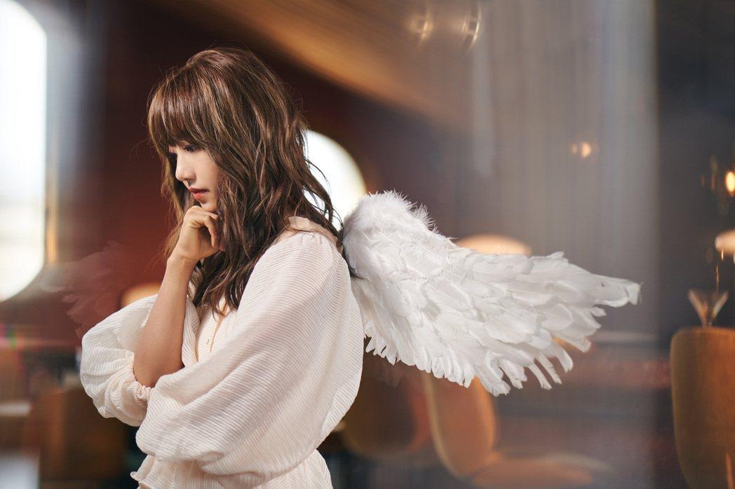 蔡佩軒趁勝追擊推出最新主打歌曲「CUPID」MV。圖/索尼音樂提供
