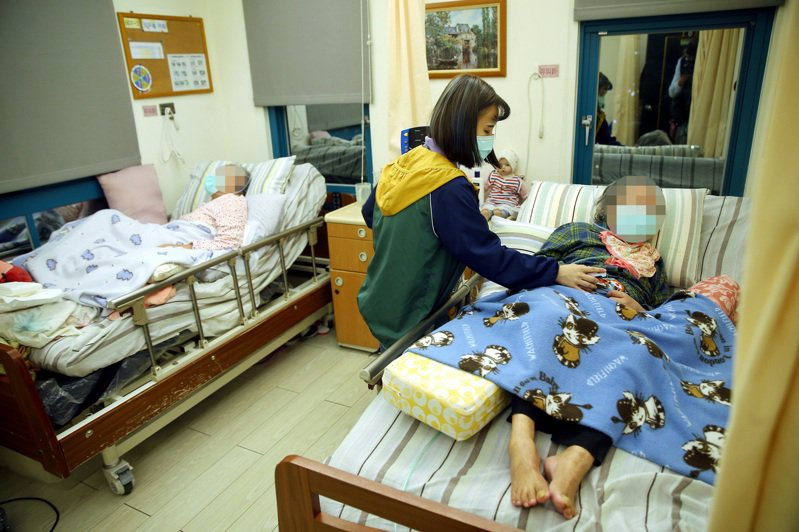 長照重症患者一床難求,嘉義市長黃敏惠呼籲中央挹注更多資源。記者林伯東/攝影