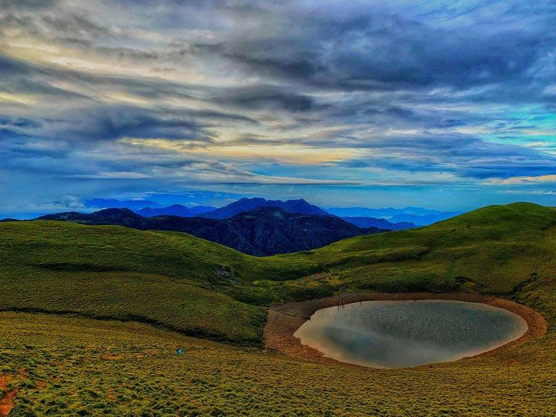 台東縣天使的眼淚「嘉明湖」奪得自然景觀第一名。圖/台東縣政府提供