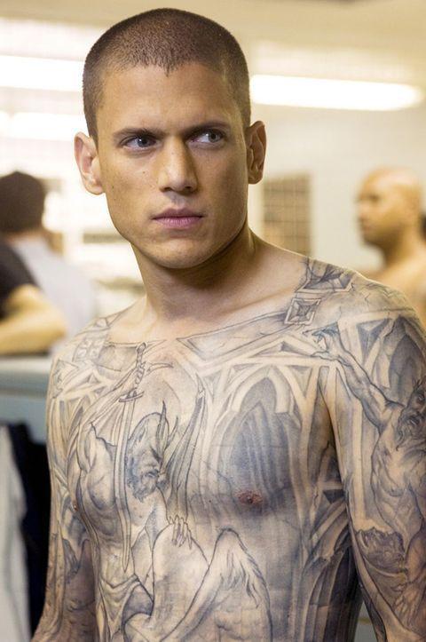 溫沃斯米勒在「越獄風雲」中的全身刺青造型,讓人印象深刻。圖/摘自imdb