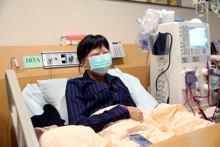 腎友黃小姐並沒有因洗腎而心情沮喪,依然樂觀進取。記者余承翰/攝影