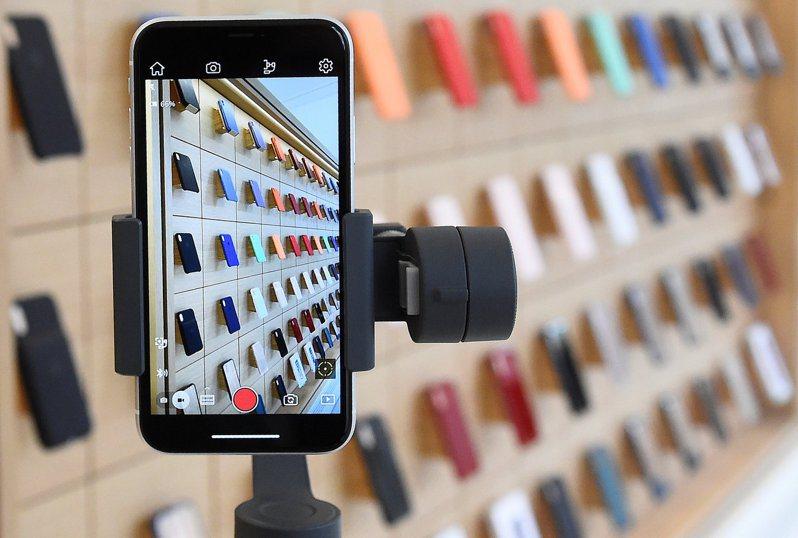 日經新聞引述消息來源報導,立訊已派遣一組員工前往緯創中國廠,學習如何生產iPhone。路透