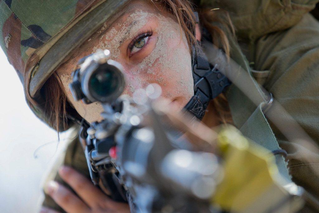 以色列實行全民皆兵,規定男女無特殊狀況均要服役。 圖/法新社