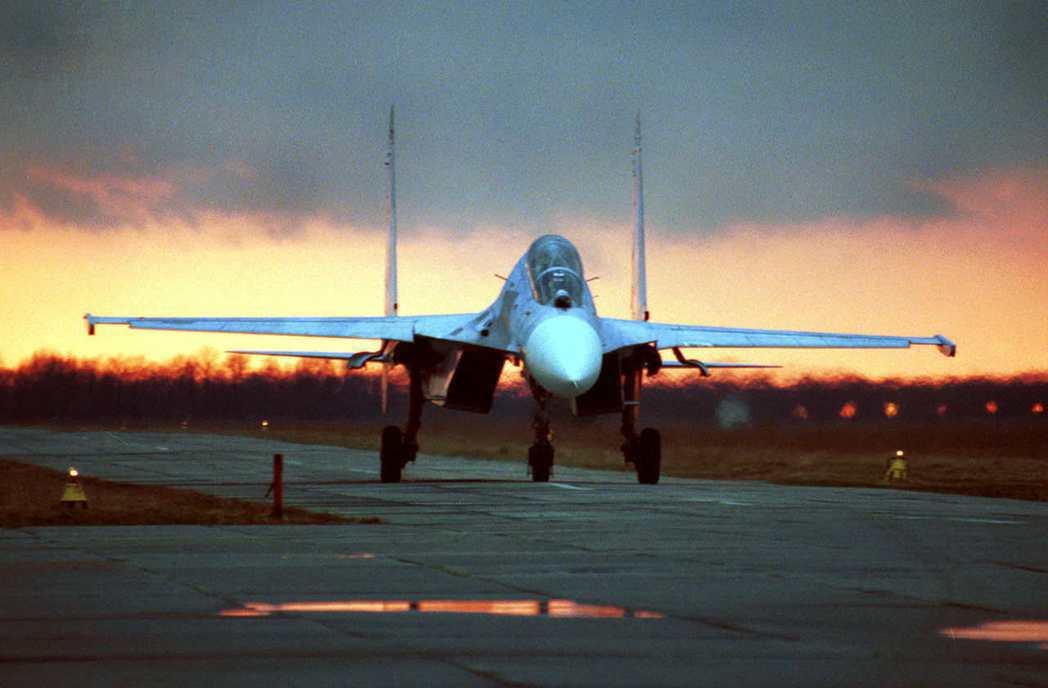 阿比同時下令衣索比亞空軍空襲,朝提格雷州的各大據點、集結部隊發動「全力轟炸」;但...