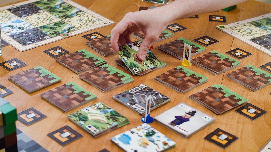 桌遊中玩家們透過移動自己的角色來探索主世界