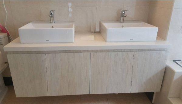 木紋浴櫃讓空間質感瞬間升級。 潔懋衛浴/提供