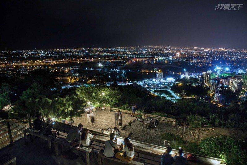 宜蘭美景除了抹茶山,還有蘭陽平原百萬璀璨夜色,美到讓人讚嘆不已。