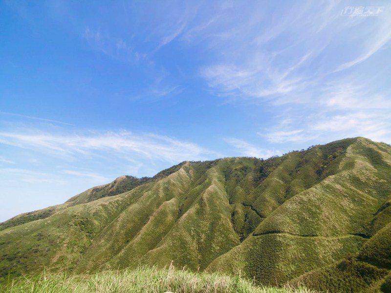 因為日籍攝影師小林賢武的一句話,宜蘭五峰旗山有了新的名字「抹茶山」。