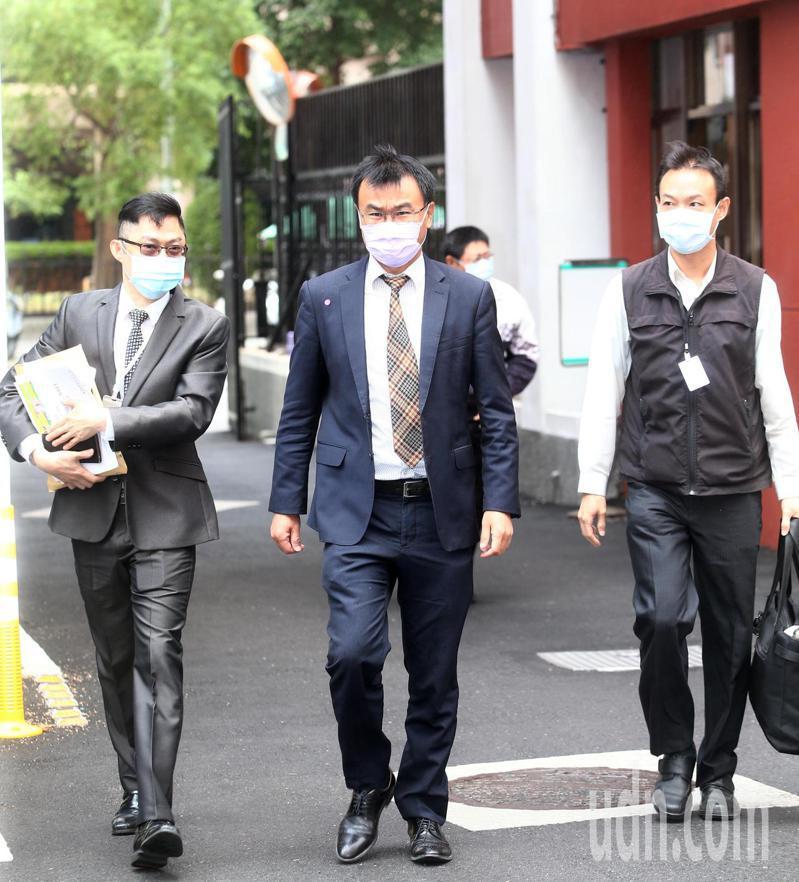 農委會主委陳吉仲(中)上午到立法院經濟委員會備詢。記者蘇健忠/攝影