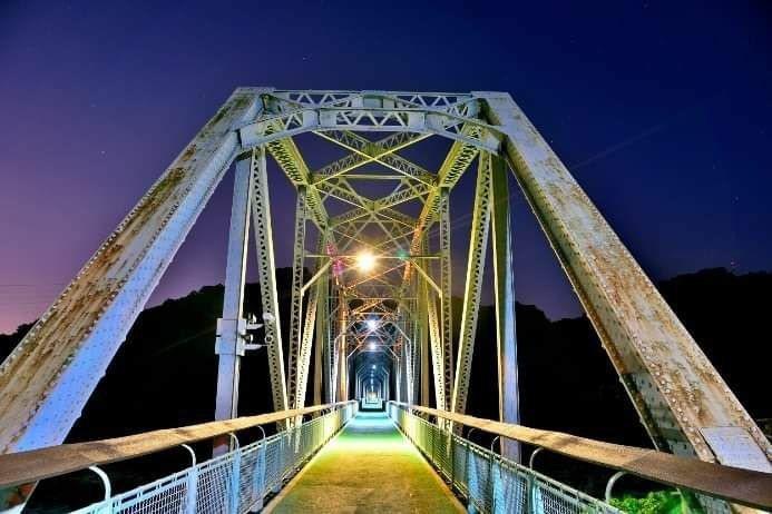 台中后豐鐵馬道花梁鋼橋橋柱已修復完工,再現百年歷史建築風華。圖/台中市觀旅局提供