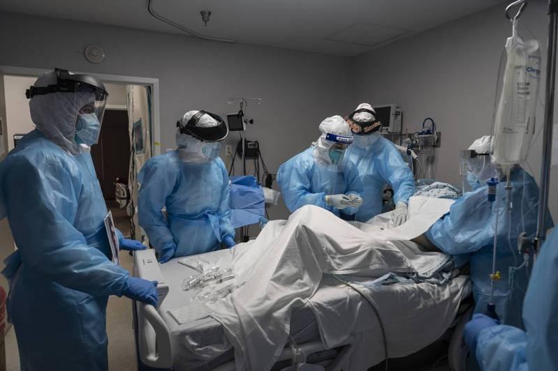 美國新冠肺炎住院病患首次突破6萬人。法新社
