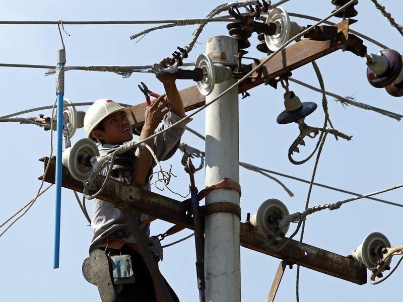 緬甸落後的電力系統反倒成為外商投資的最愛。上一個財年以電力產業的投資金額最大,共有不同的國家的8家外資投資16.7億美元。歐新社