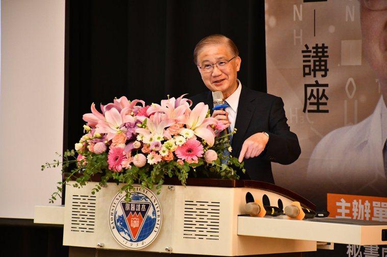 中研院院士楊泮池受邀到高醫校院演講,內容具有啟發性。圖/高醫大提供