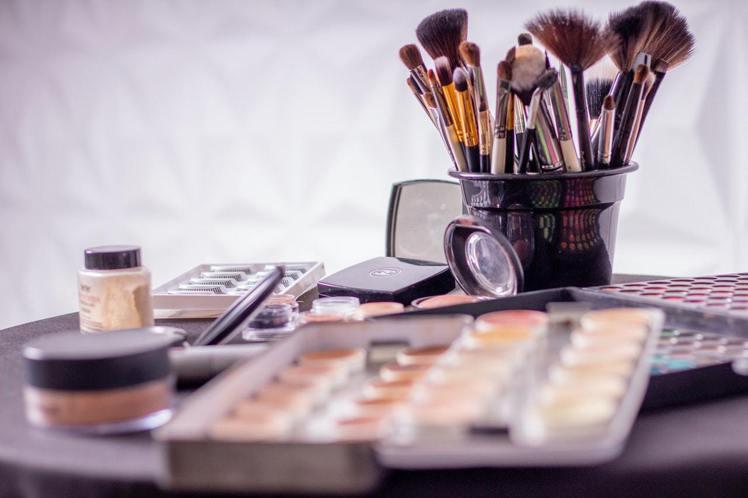 想要肌膚好,就要慎選化妝品,挑選適合自己肌膚的產品。圖/摘自 pexels