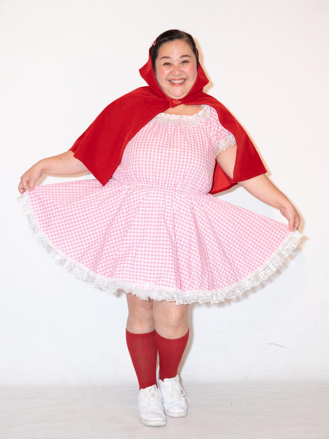鍾欣凌在舞台劇「童話秀逗秀」中飾演小紅帽。圖/光源劇場提供