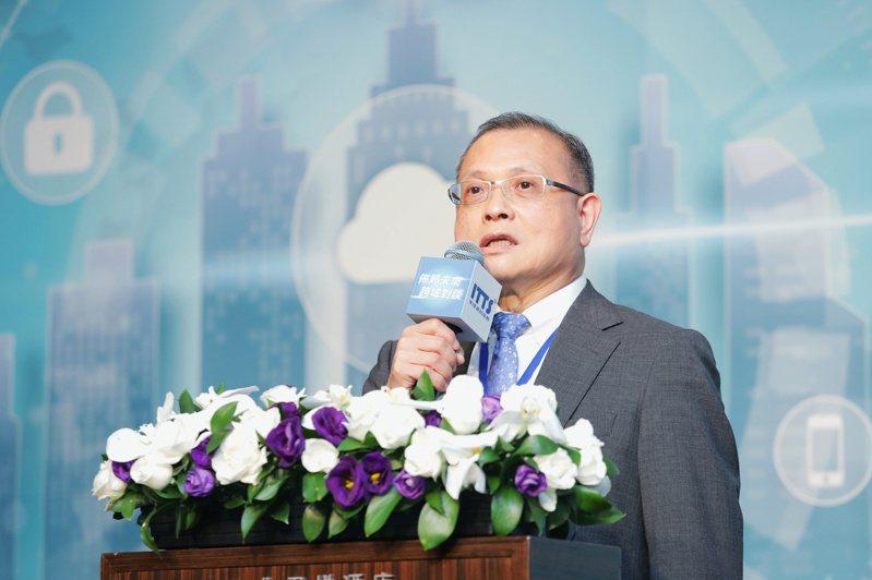 東捷資訊董事長高尚偉表示,全球產業因疫情受創, 加速企業數位轉型的重視。(圖:東捷資訊提供)
