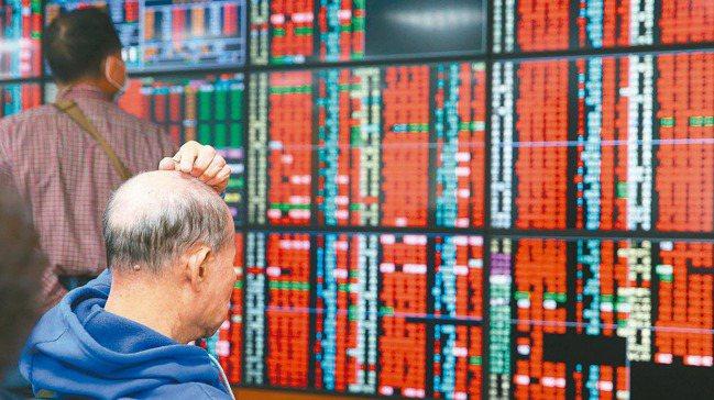 金融股目前尚在低檔反彈中,明年有望回穩。(本報系資料庫)