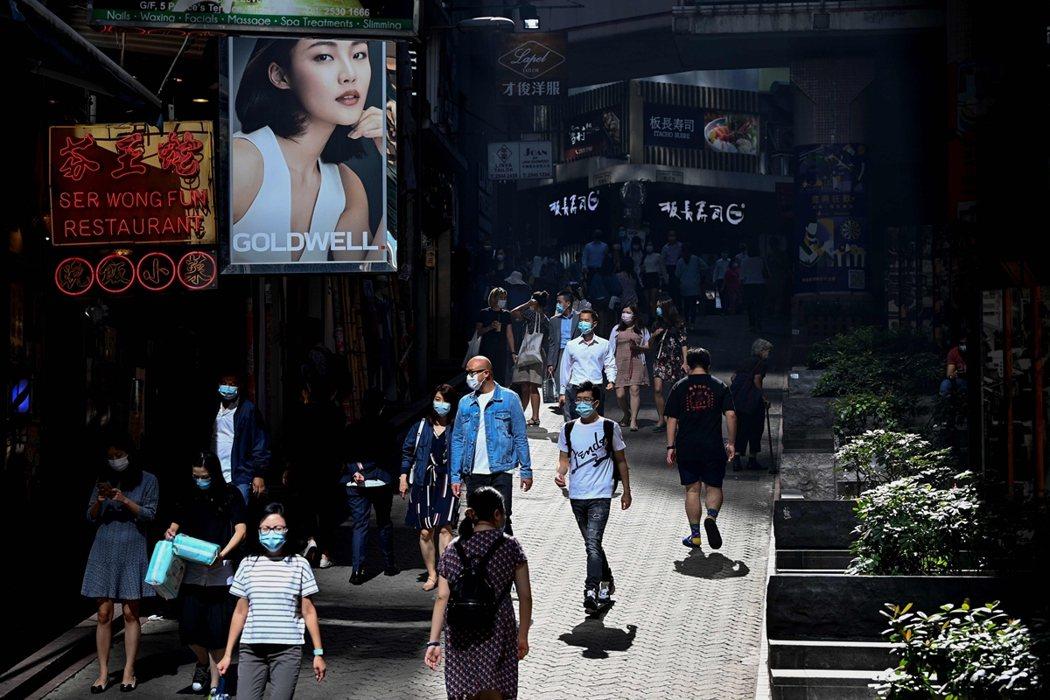 今年夏季,香港本地遭遇武漢肺炎的第二波疫情危機,儘管隨後感染狀況得到控制,但港府...
