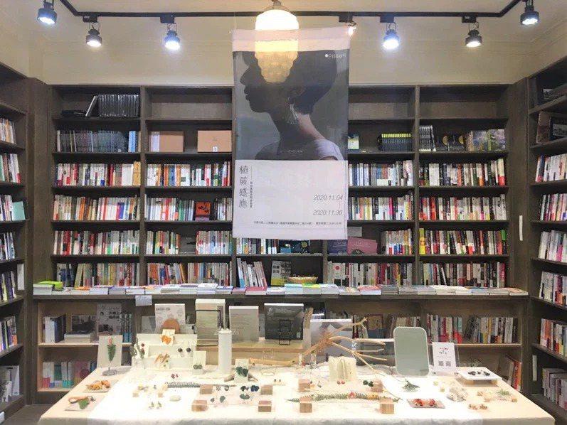 昨日雙十一,多家獨立書店不滿電商平台推出降價促銷活動,串聯響應歇業一日。圖為「三餘書店」。 圖/取自三餘書店粉專