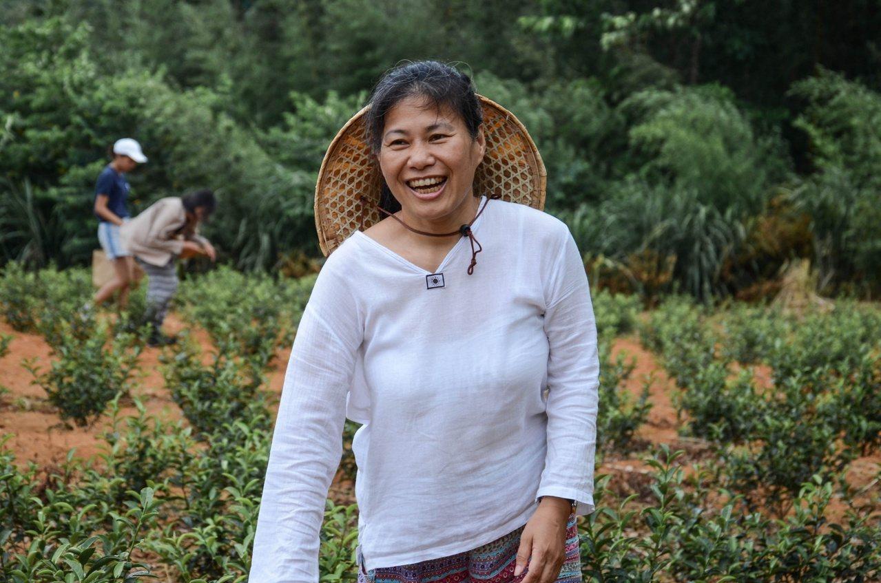 余孟芬以日本「半農半X」為靈感,將「營隊」與「農村」結合,創立半農生活坊。 圖/...