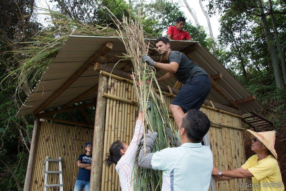 營隊課程包含生態倫理、食農教育、自然建築的傳統農村智慧。  圖/余孟芬提供