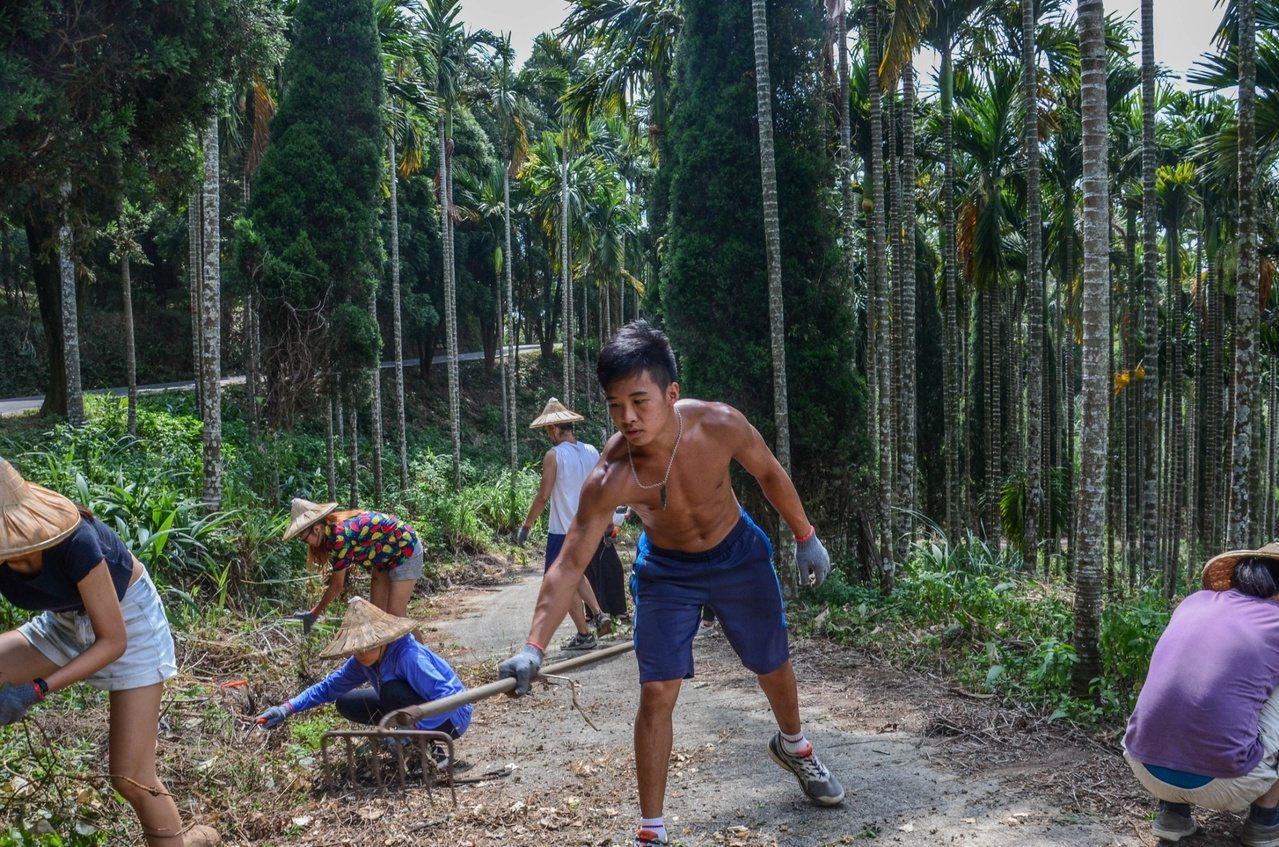 余孟芬認為,志工學員們透過耕作,向農夫學習人與土地的深層關係,進而學習如何愛護滋...