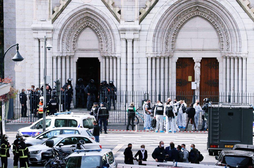 10月中旬,法國教師斬首案發生後,法國反恐主義高漲,馬克宏表示要祭出更多規範,並...