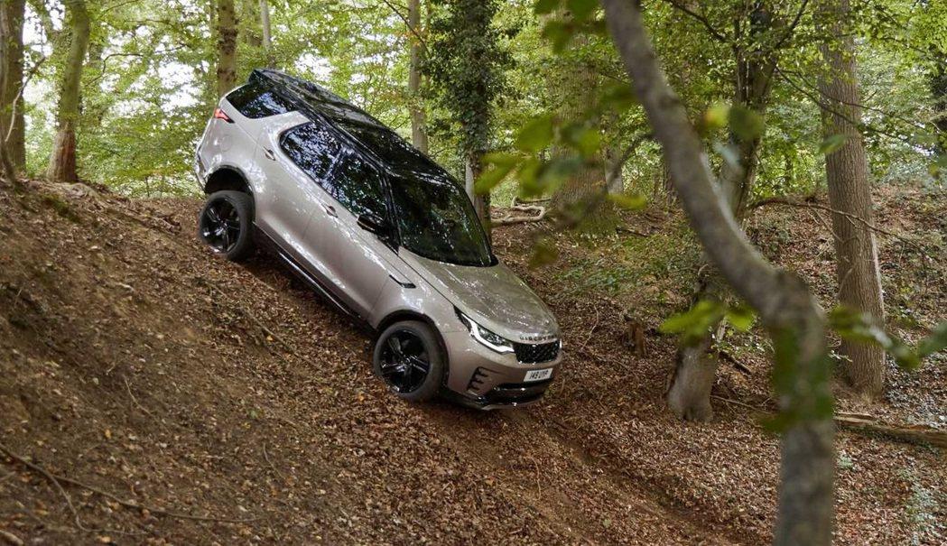 Land Rover Discovery一如往常有強大的越野能力。 圖/Land...