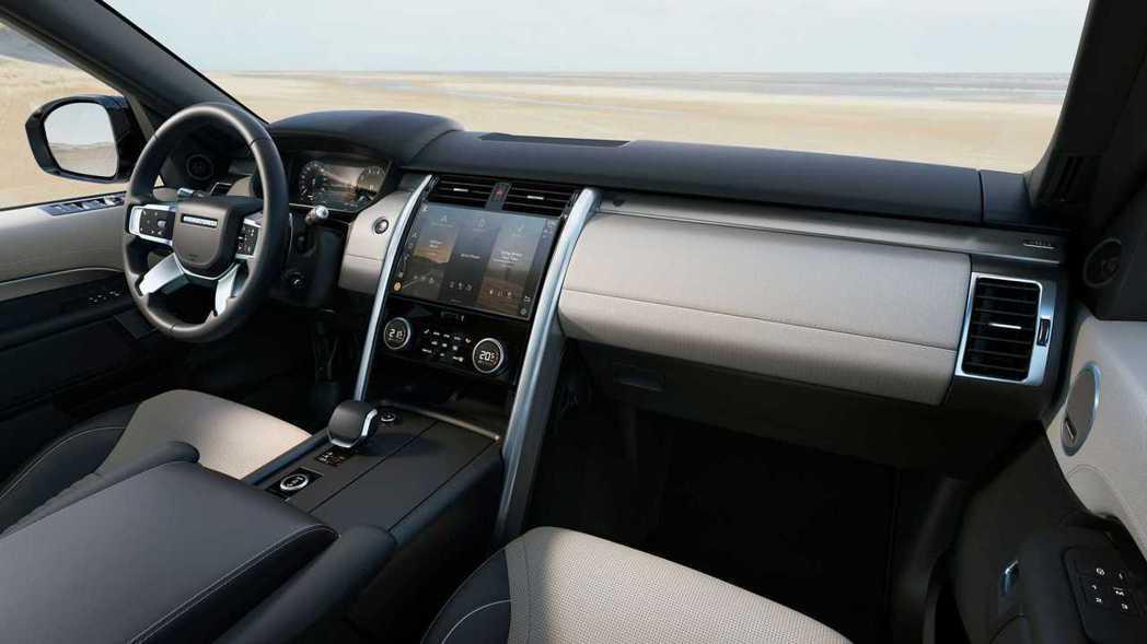 Discovery小改款後座艙也跟著科技化。 圖/Land Rover提供
