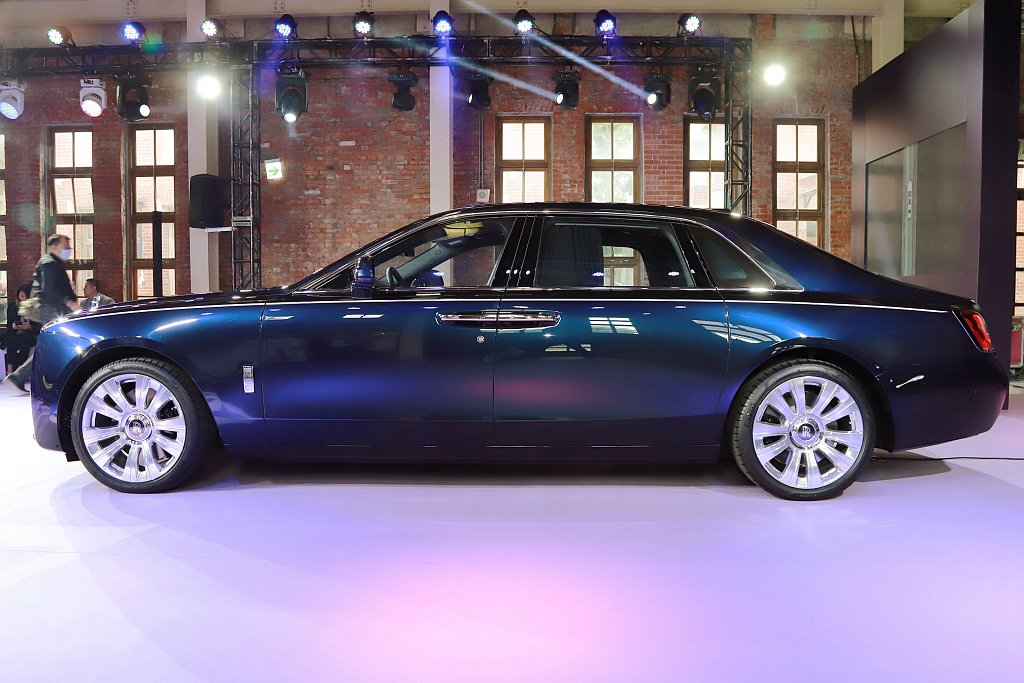 全新勞斯萊斯Ghost長軸版車長為5,716mm比標準軸版的5,546mm增加1...