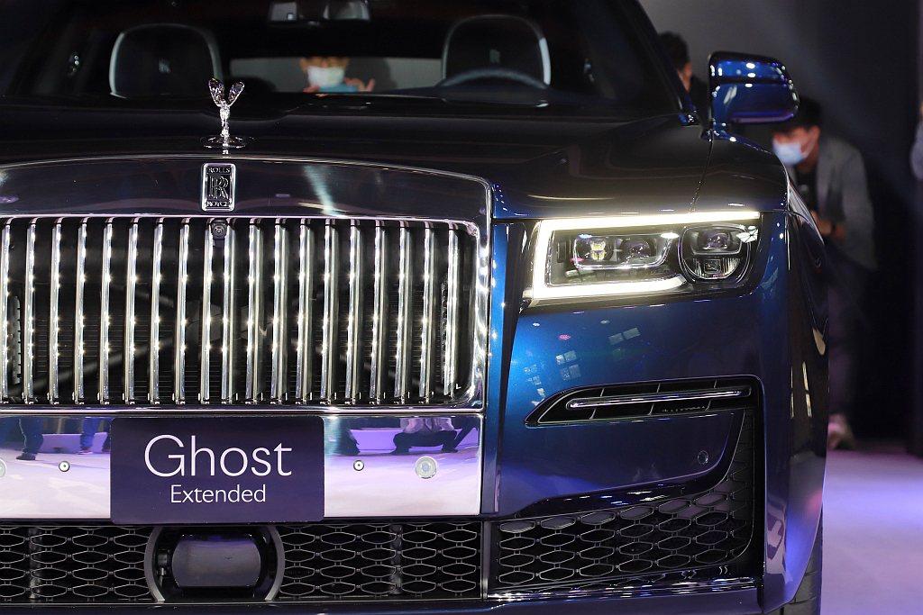 全新勞斯萊斯Ghost車身隔板及車底板均採用雙層結構,該架構設計不僅與全時四輪驅...