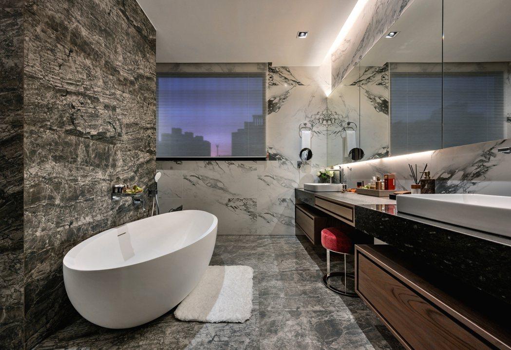 全棟臥室皆採用日本TOTO一體型全自動馬桶,體現齊又新建設對細節的堅持。
