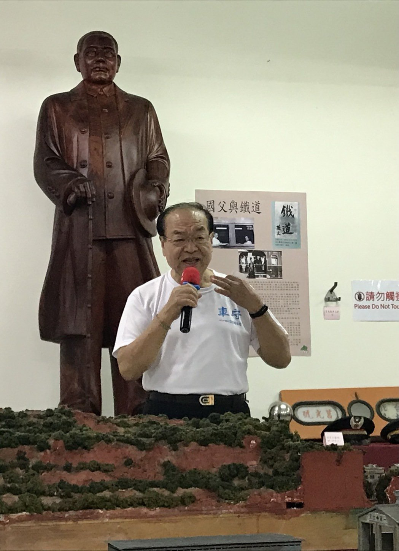 主辦單位台中縣文化基金會董事長林敏霖。   楊逢峮/攝影
