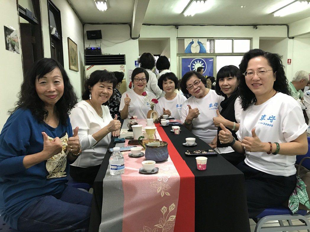 蘭馨文教基金會於現場提供茶道品茗,很受歡迎。   楊逢峮/攝影