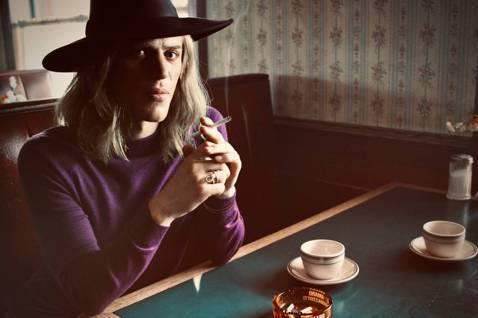 英國傳奇音樂人大衛鮑伊自2016年辭世之後,全球樂迷依然緬懷他曾活耀的姿態。被譽為「搖滾變色龍」的他,在逝世將滿5周年之際,一部關紀念性電影「搖滾變色龍:大衛鮑伊」終於推出。1971年,大衛鮑伊隻身...