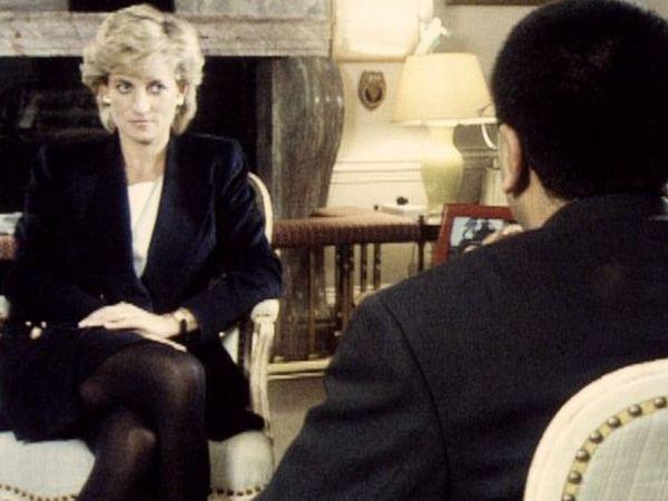BBC記者巴希爾(背對鏡頭者)1995年11月在《廣角鏡》節目中專訪黛安娜王妃。圖/截自BBC訪問影片