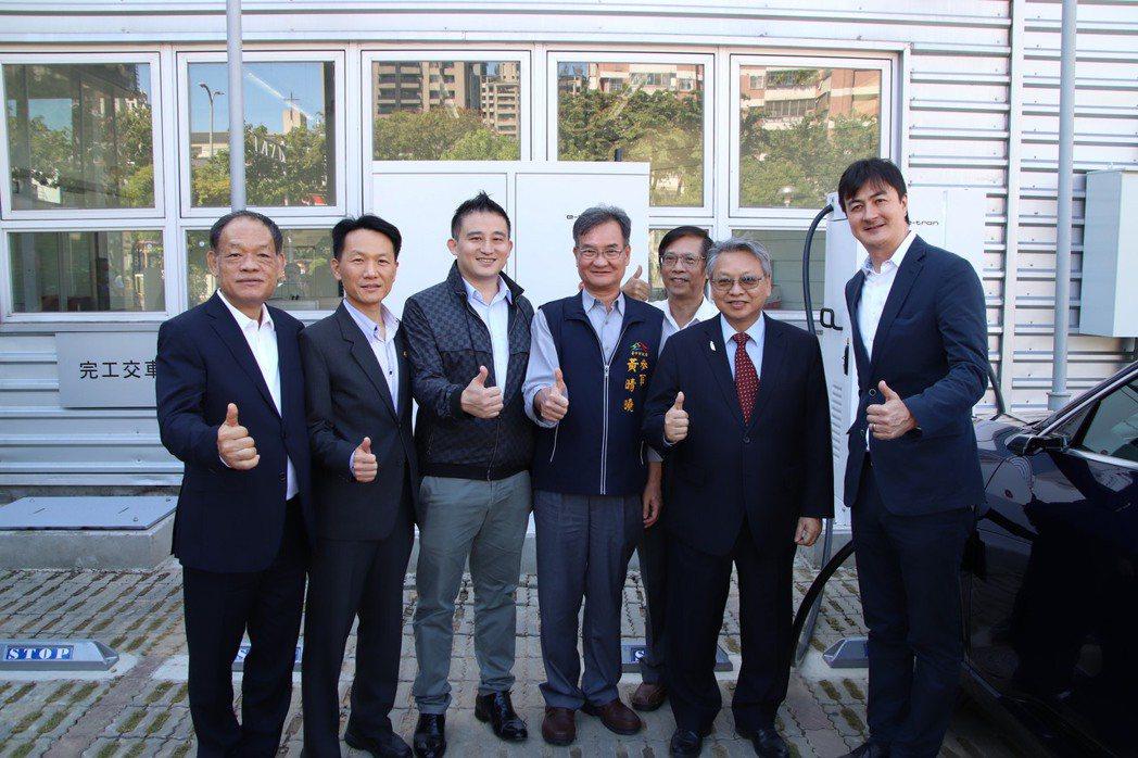台灣奧迪福斯總裁馬蒂亞斯·謝珀斯(Matthias Schepers)(右一)邀...