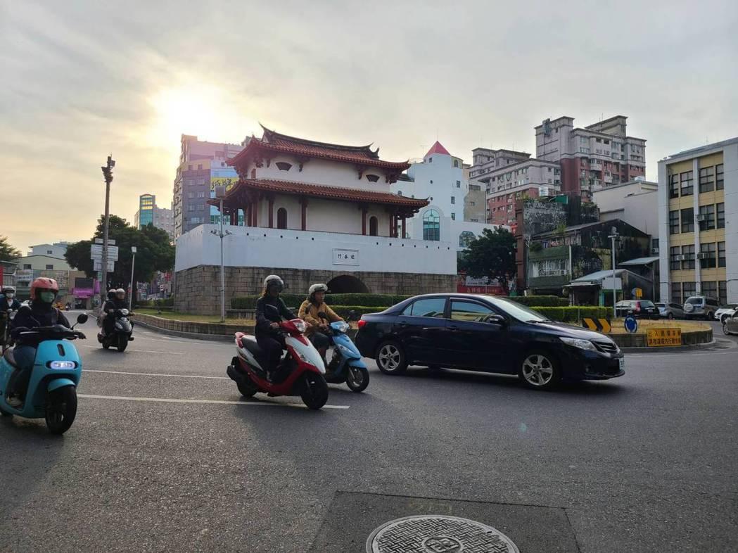 台南市東區東門圓環。記者黃宣翰/攝影