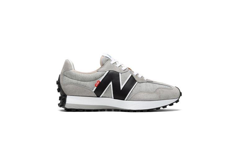 LEVI'S與New Balance聯名327慢跑鞋3,680元。圖/...
