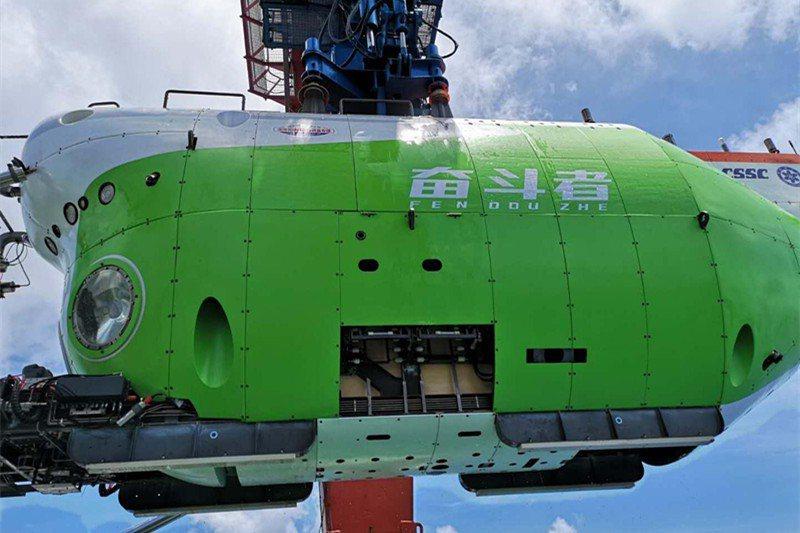 中國潛水器奮鬥者號日前在西太平洋馬里亞納海溝成功下潛至1萬零909公尺,刷新中國深潛紀錄。圖/截自YouTube